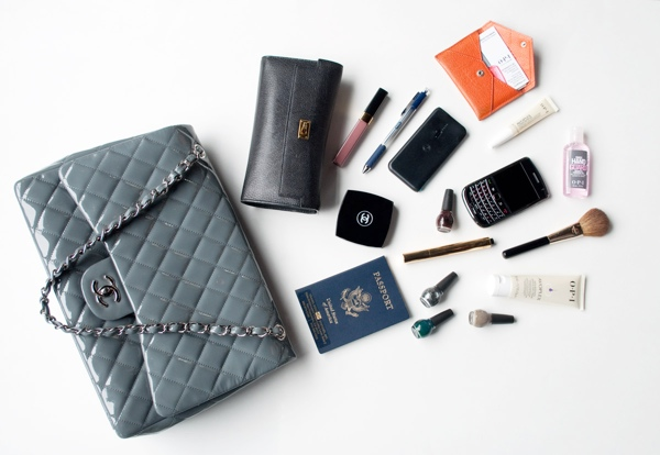 ESSENTIALS EVERY MODERN WOMAN MUST CARRY IN HER PURSE